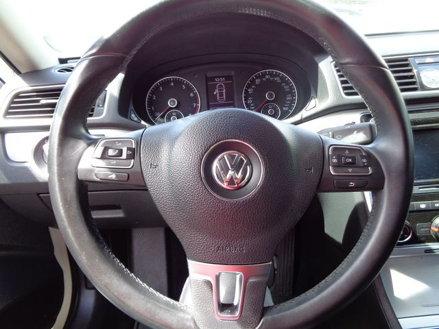 2013 Volkswagen Passat SE w/Sunroof